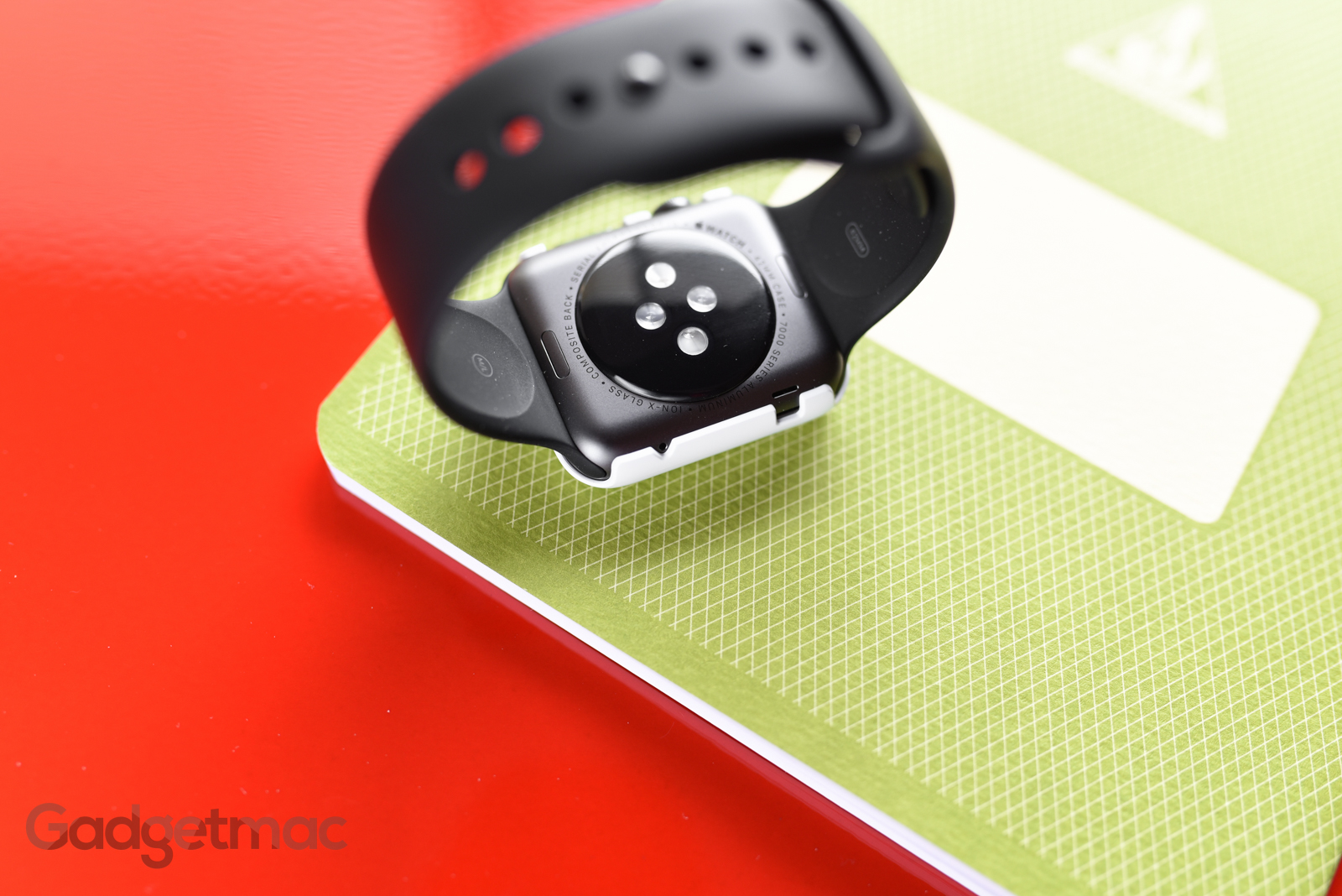 spigen-thin-fit-snap-on-case-for-apple-watch.jpg