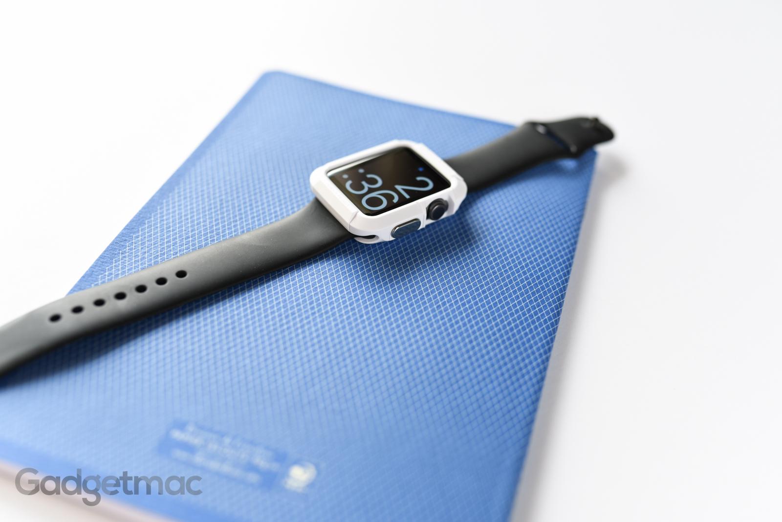 spigen-rugged-armor-case-for-apple-watch-space-gray-white.jpg