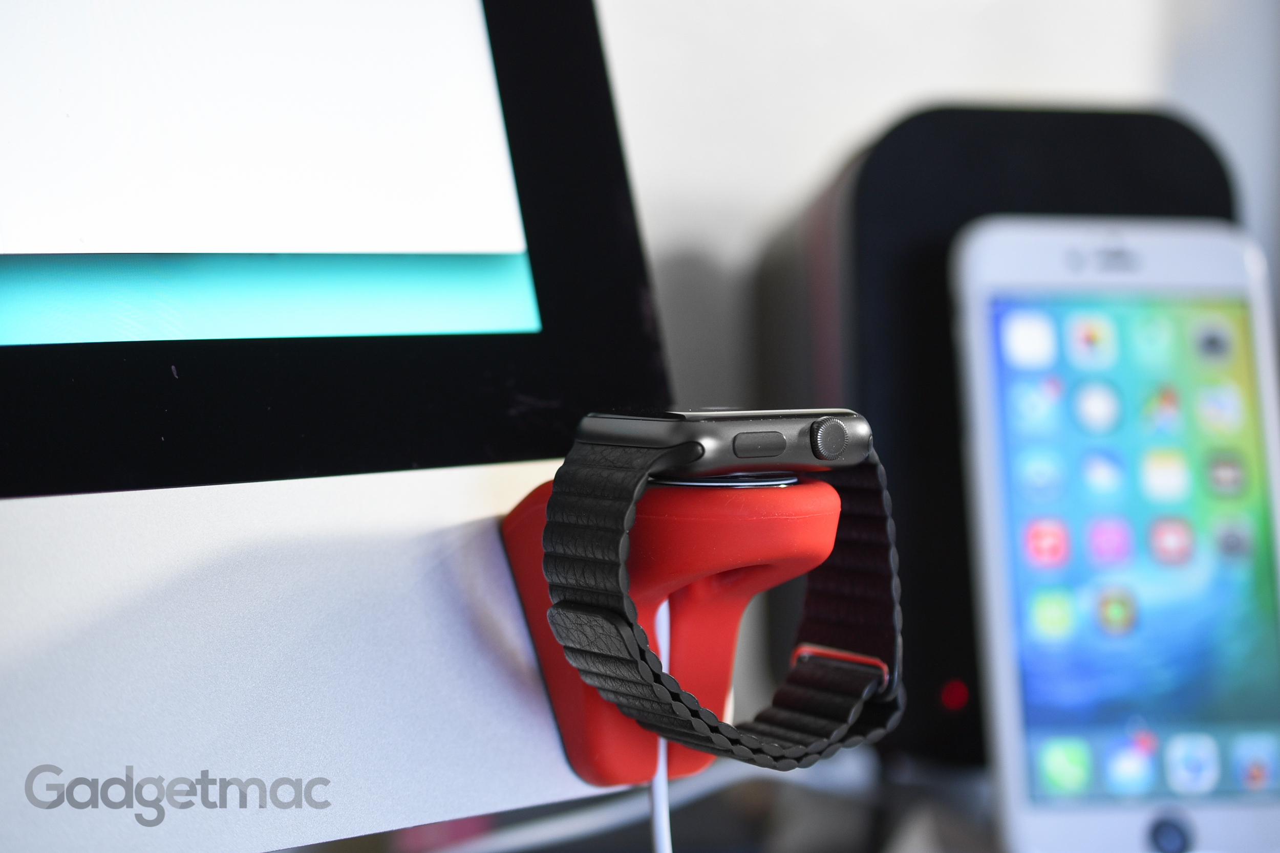 elevation_lab_nightstand_apple_watch_dock_imac_mount.jpg