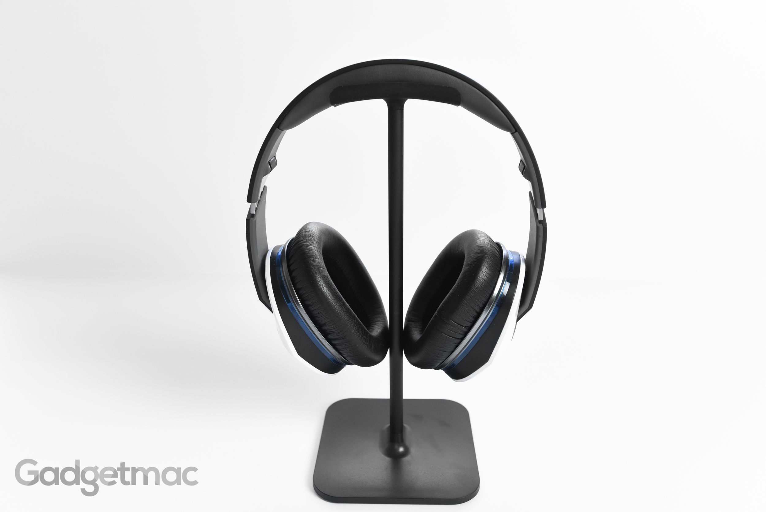 bluelounge_posto_headphone_stand_with_large_over_ear_headphones.jpg