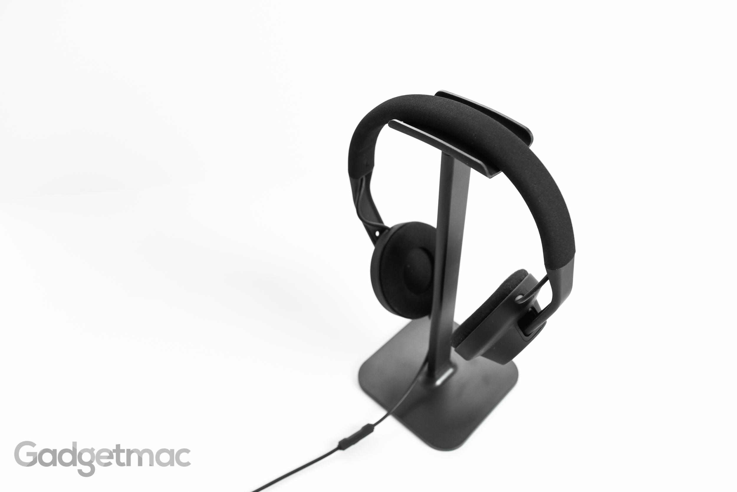 bluelounge_posto_headphone_stand_1.jpg