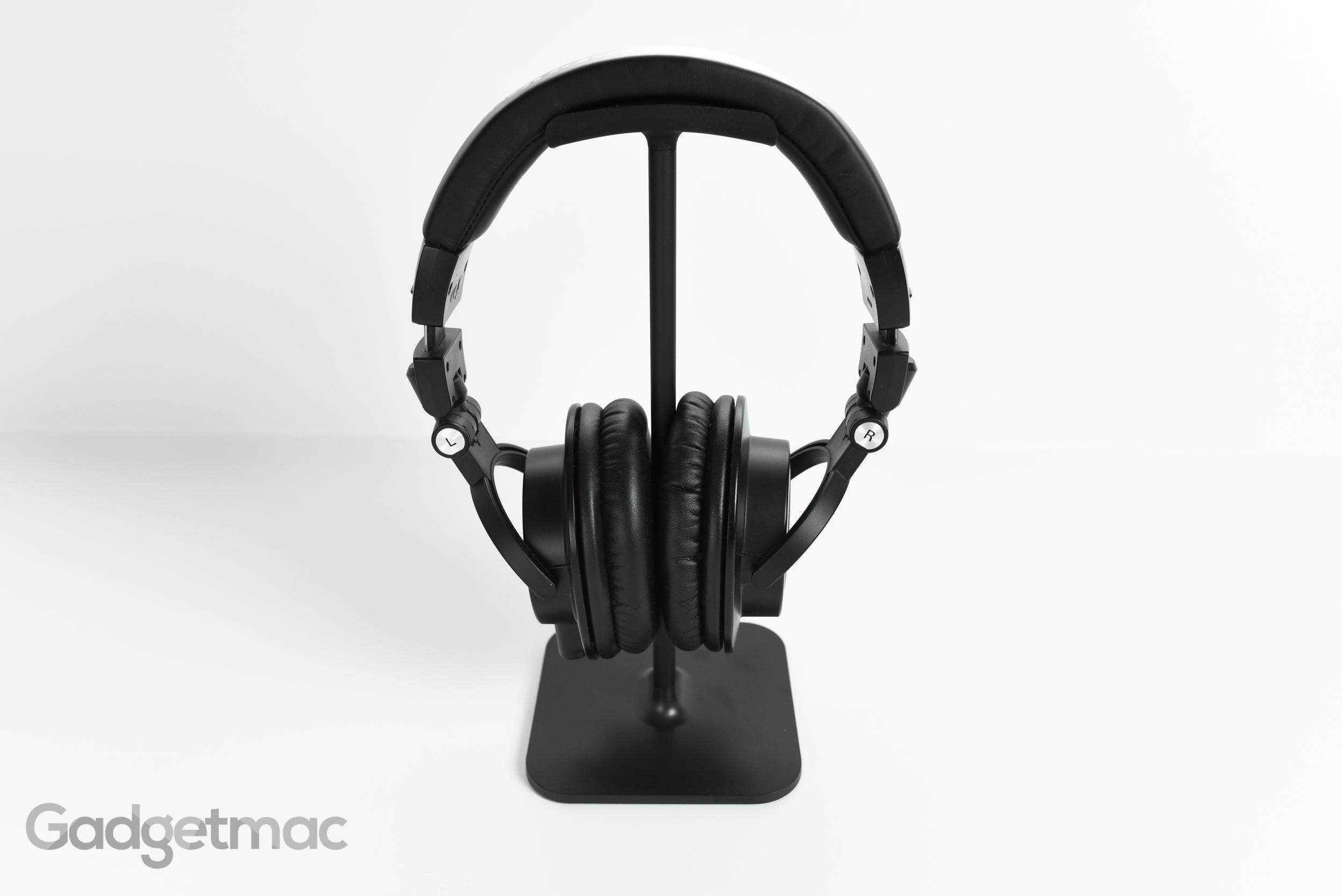 bluelounge_posto_headphone_stand_clamping.jpg