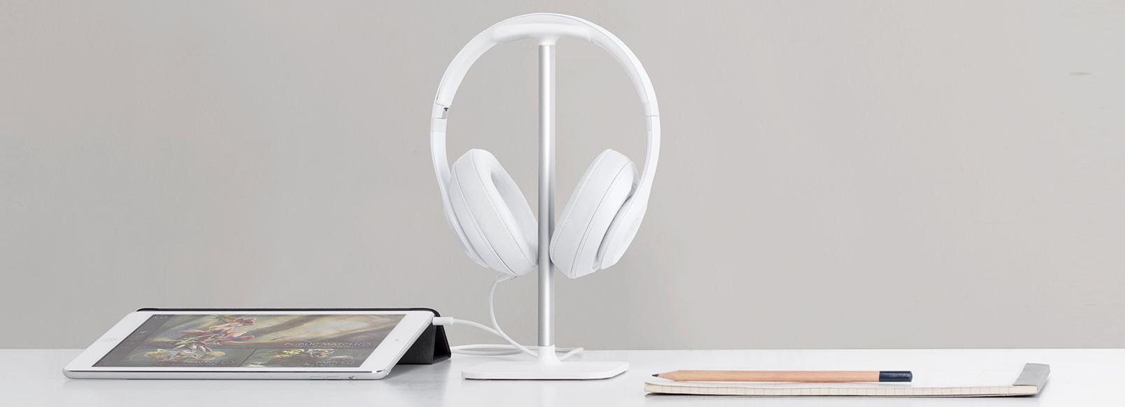 bluelounge-white-posto-headphone-stand-hanger.jpg