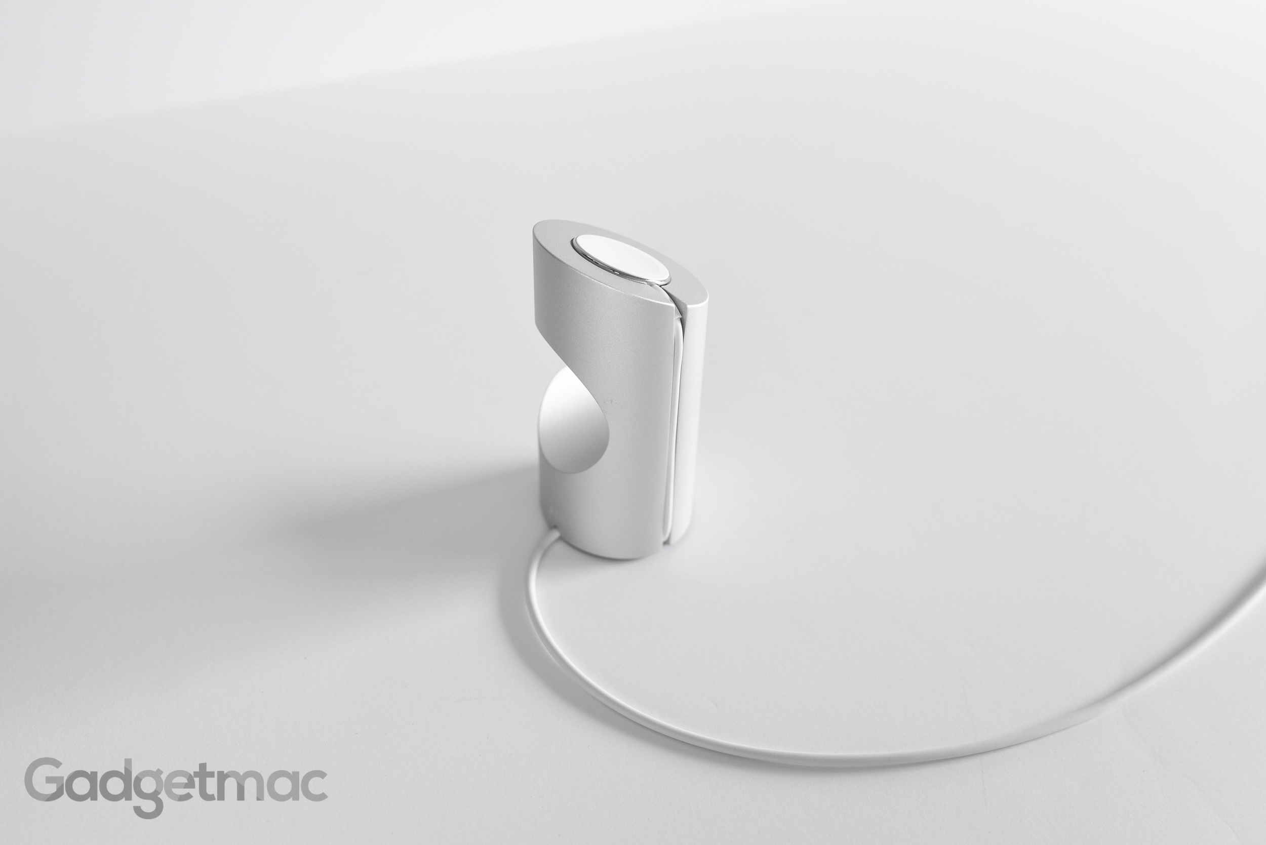 timestand-aluminum-charging-dock-stand-for-apple-watch-side.jpg
