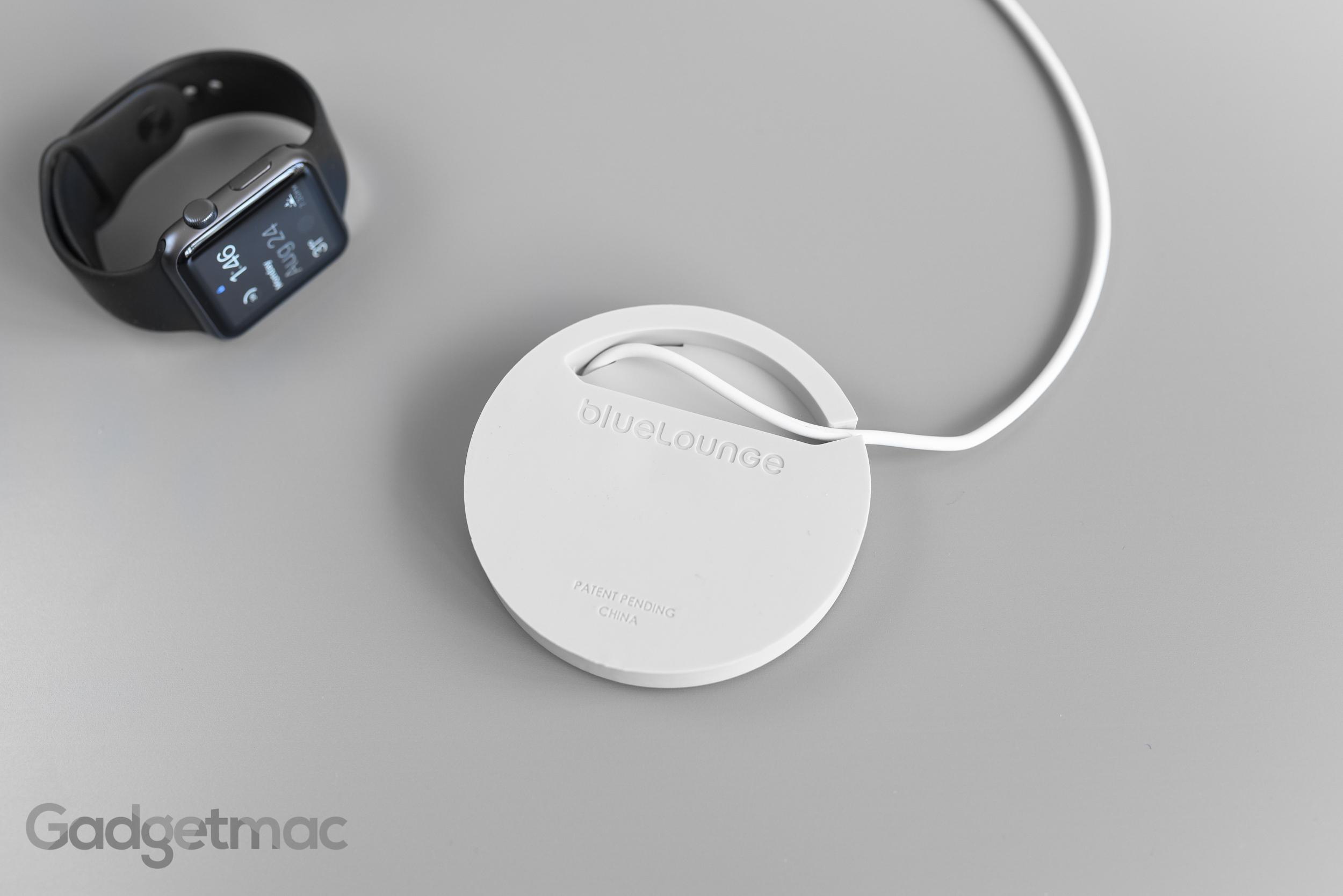 bluelounge_kosta_apple_watch_charging_coaster_dock_bottom.jpg