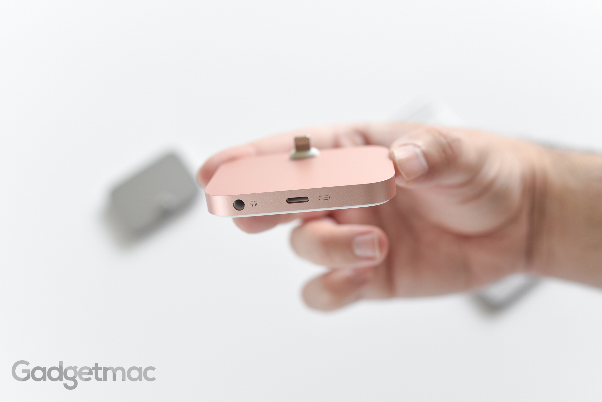 apple-aluminum-iphone-lightning-dock-ports-rose-gold.jpg