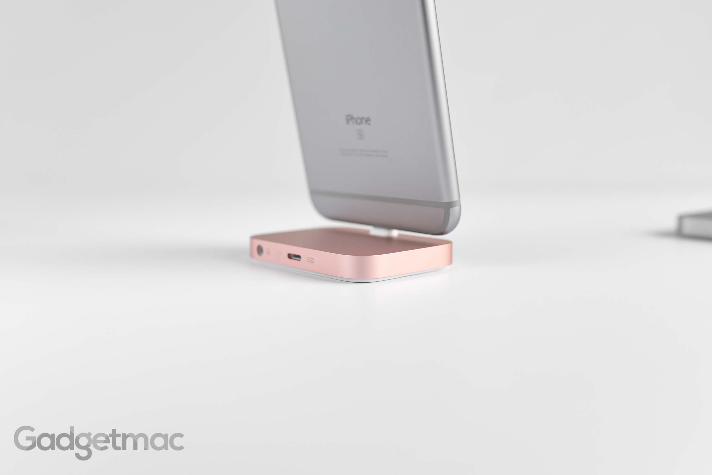 apple-aluminum-rose-gold-iphone-6s-plus-lightning-dock-back.jpg