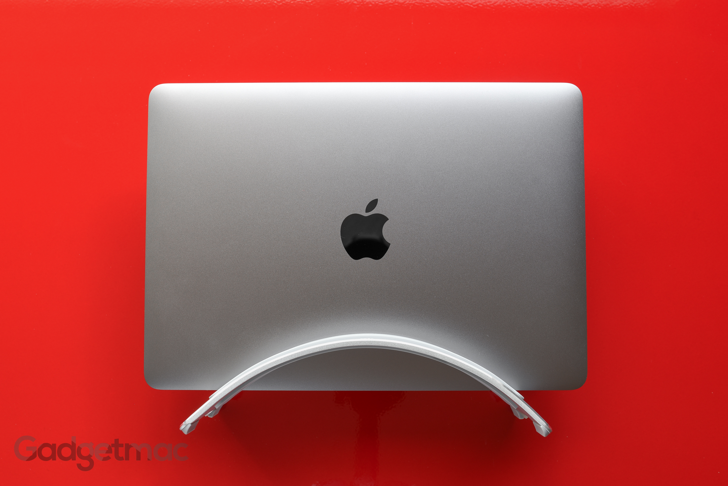 twelve-south-bookarc-aluminum-desktop-stand-space-gray-retina-macbook.jpg