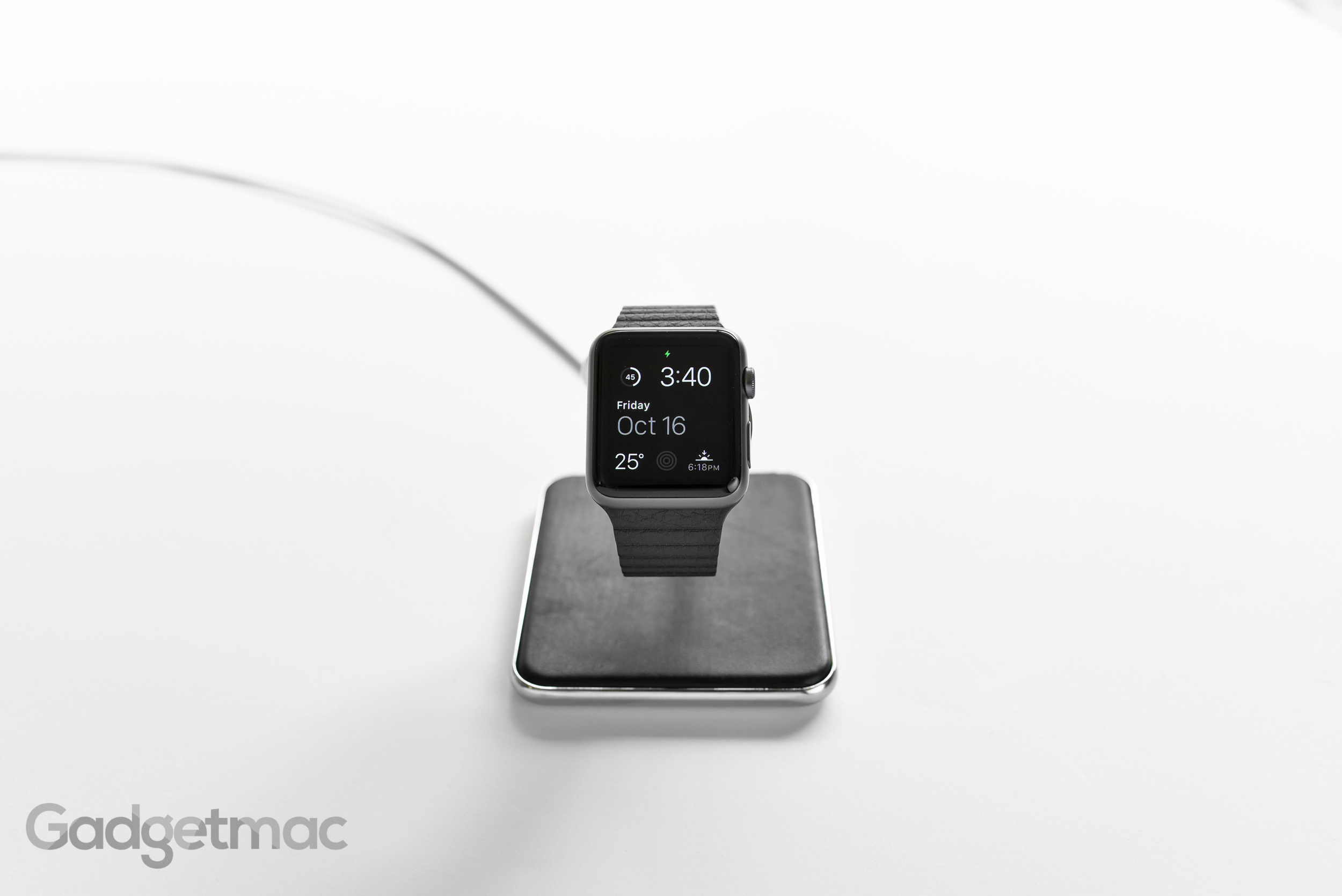 twelve-south-forte-apple-watch-charging-dock.jpg