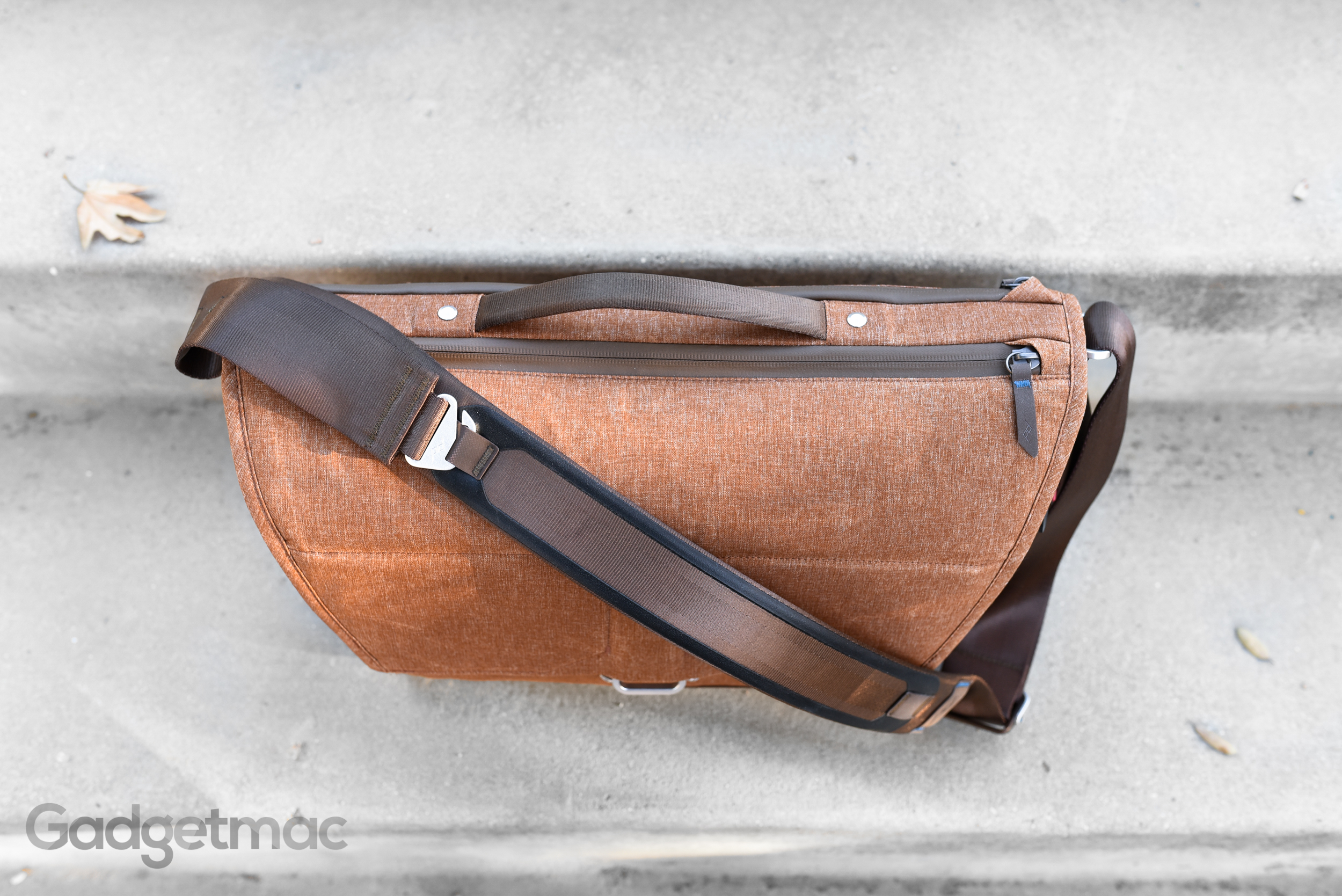 peak-design-everyday-messenger-bag-top.jpg