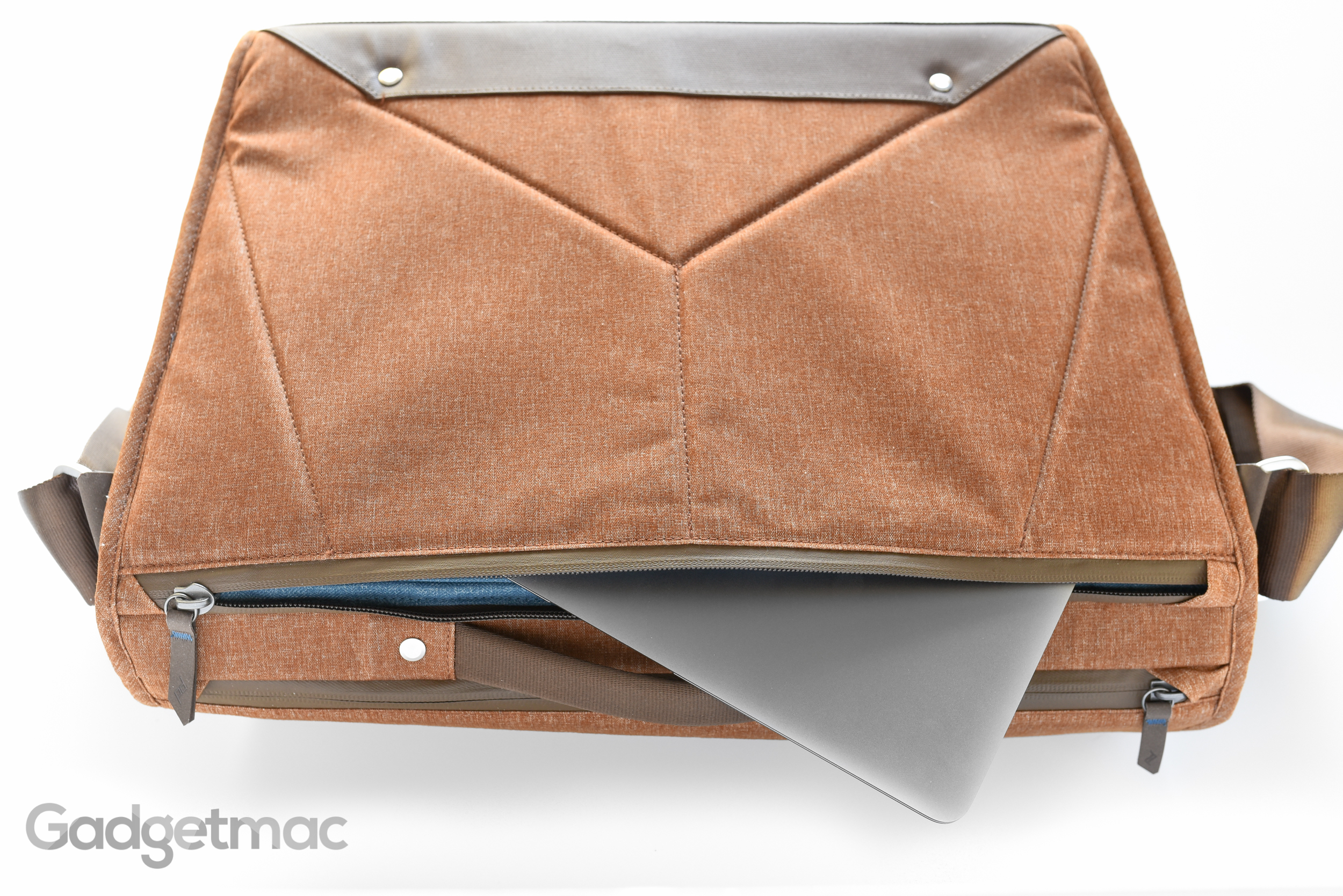 peak-design-the-everyday-messenger-laptop-ipad-camera-gear-bag.jpg