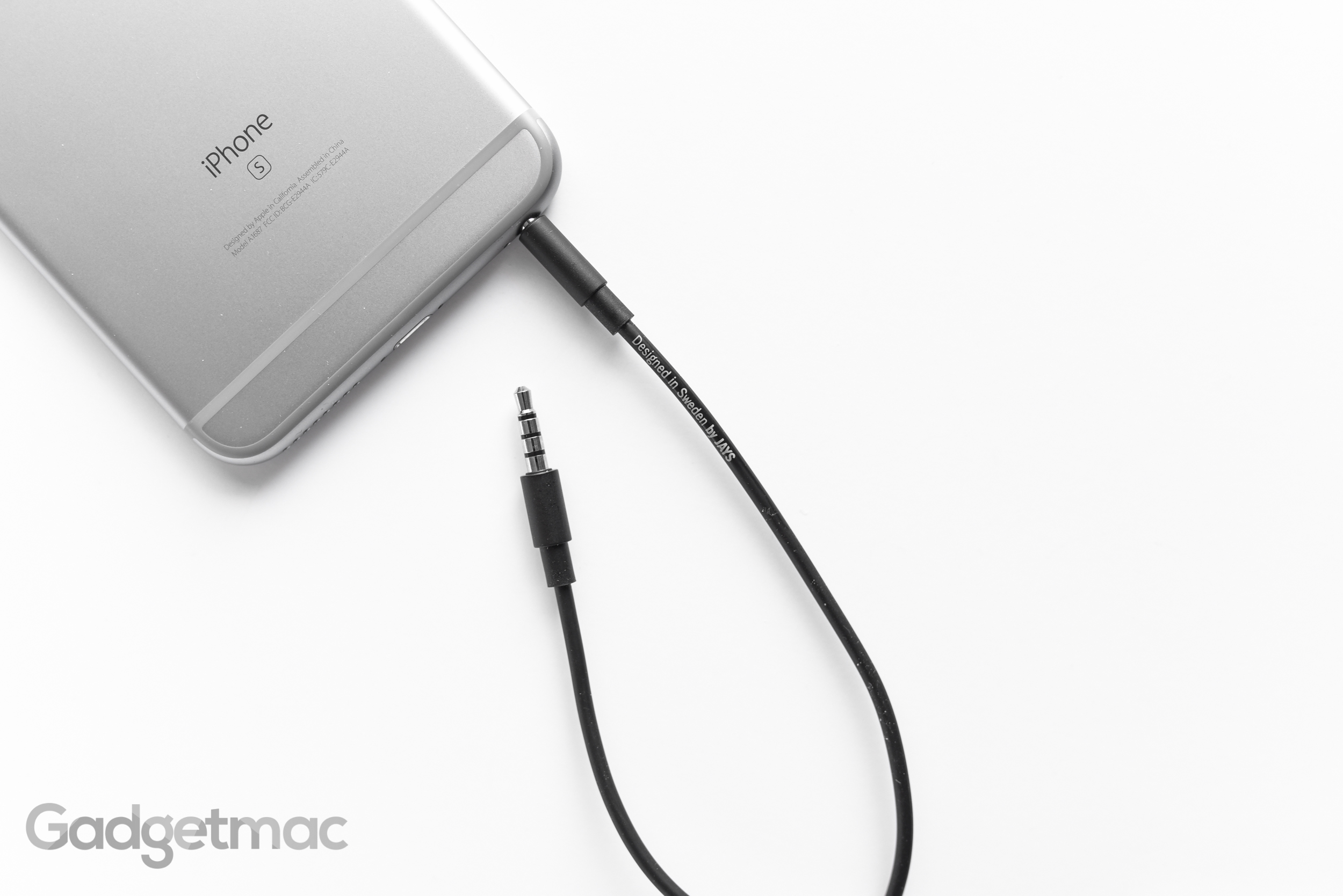 ujays-detachable-ios-cable.jpg
