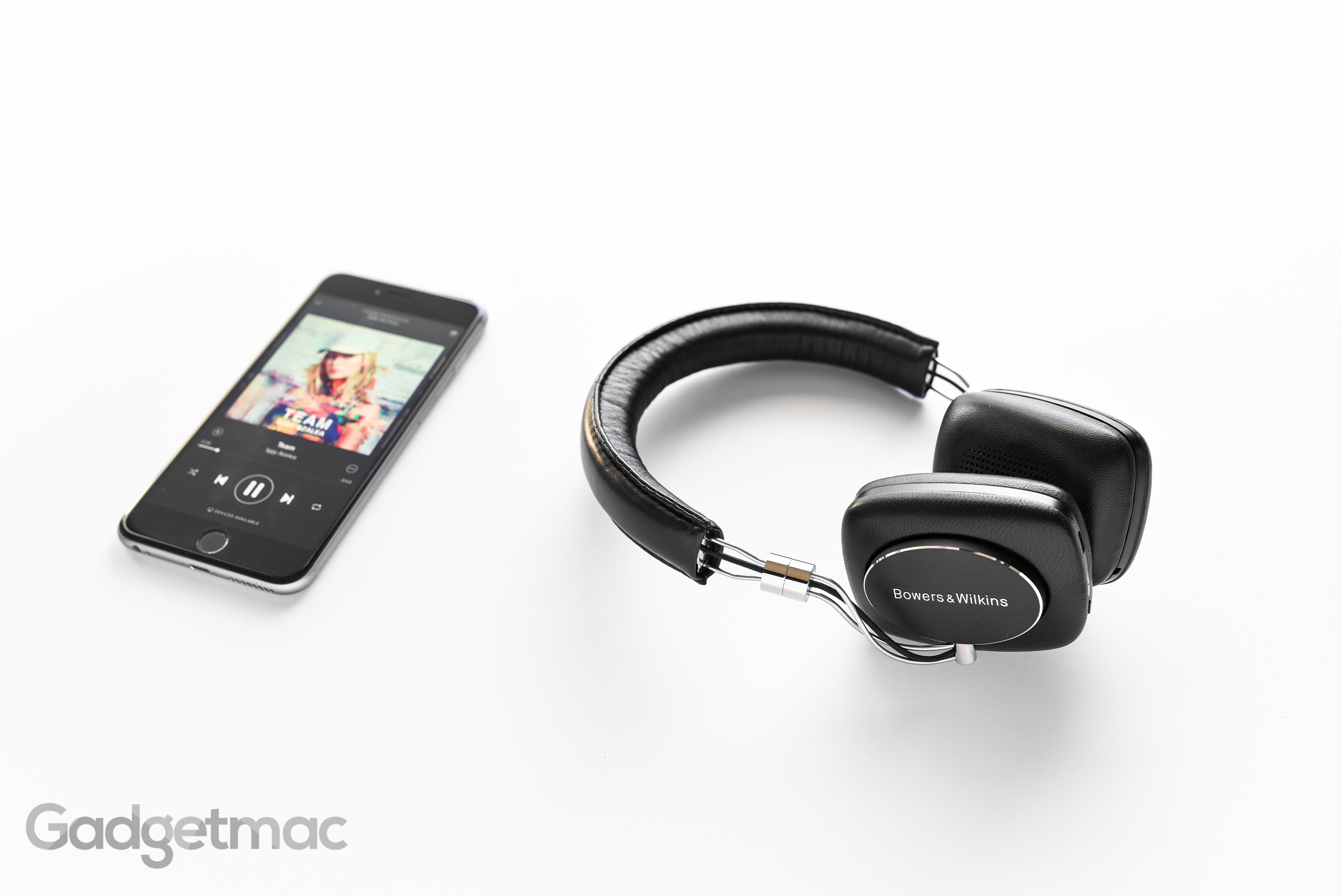 bowers-wilkins-p5-wireless-bluetooth-headphones.jpg