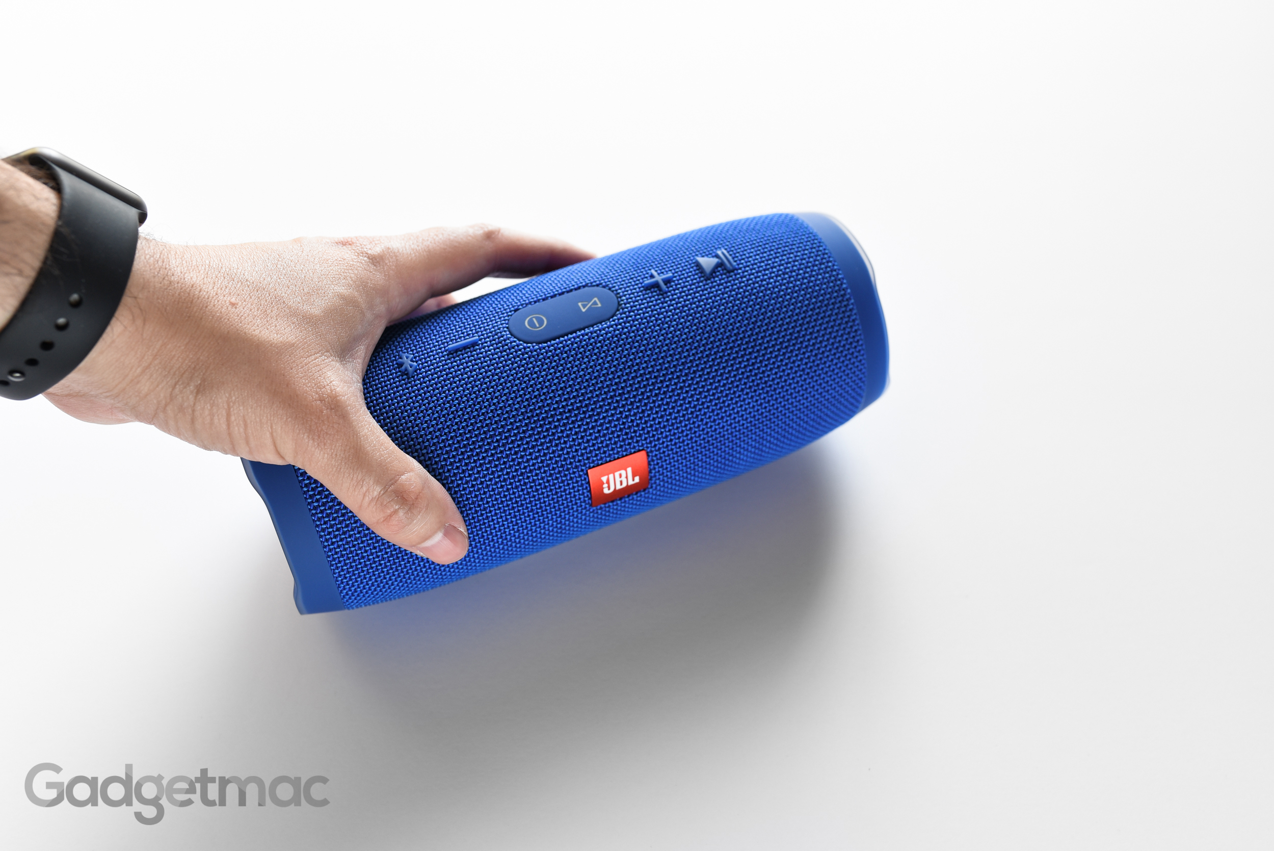 jbl-charge-3-portable-speaker-4.jpg