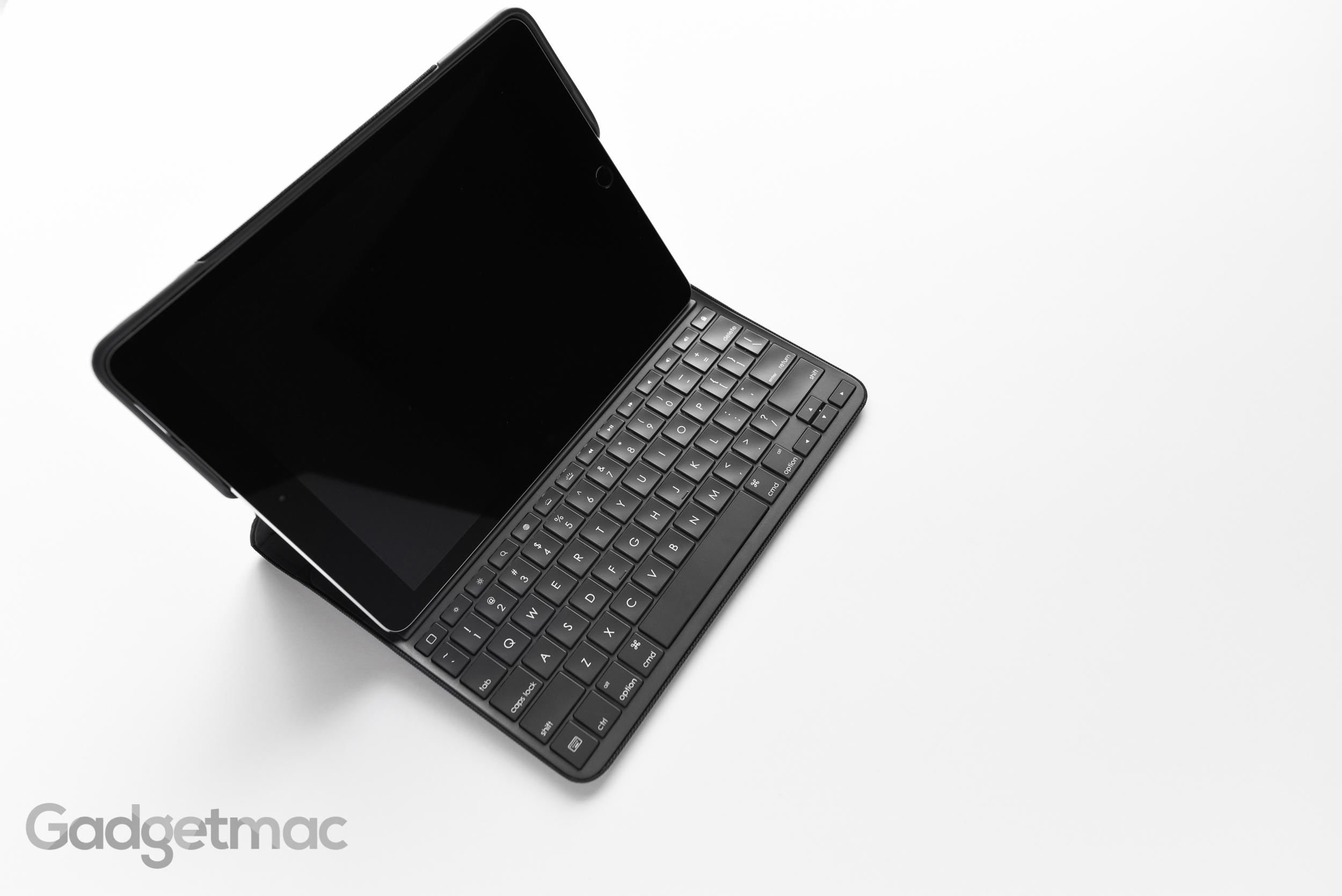 logitech-create-keyboard-case-for-ipad-pro-9-7-viewing-angle.jpg