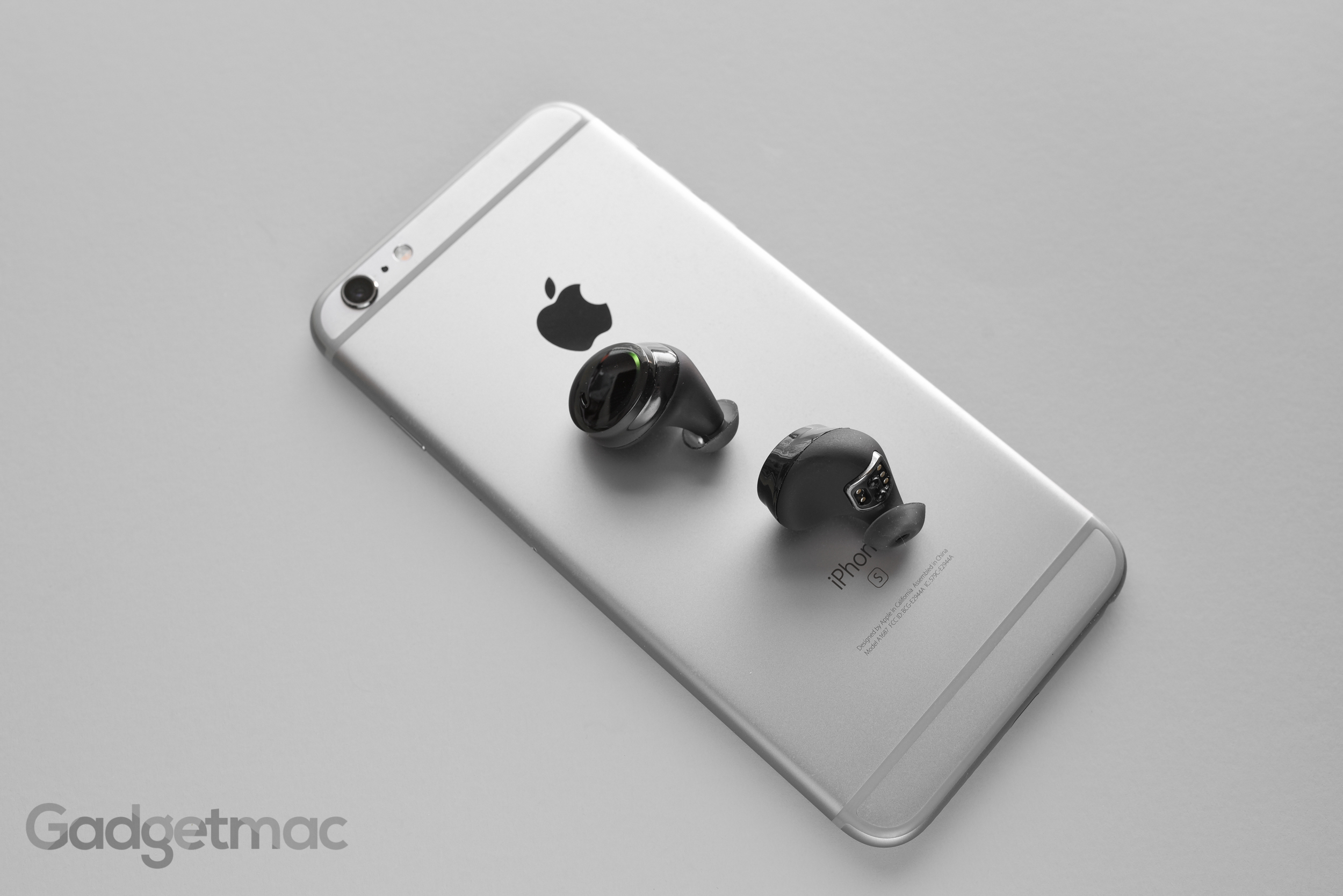 bragi-the-dash-wireless-earbuds.jpg