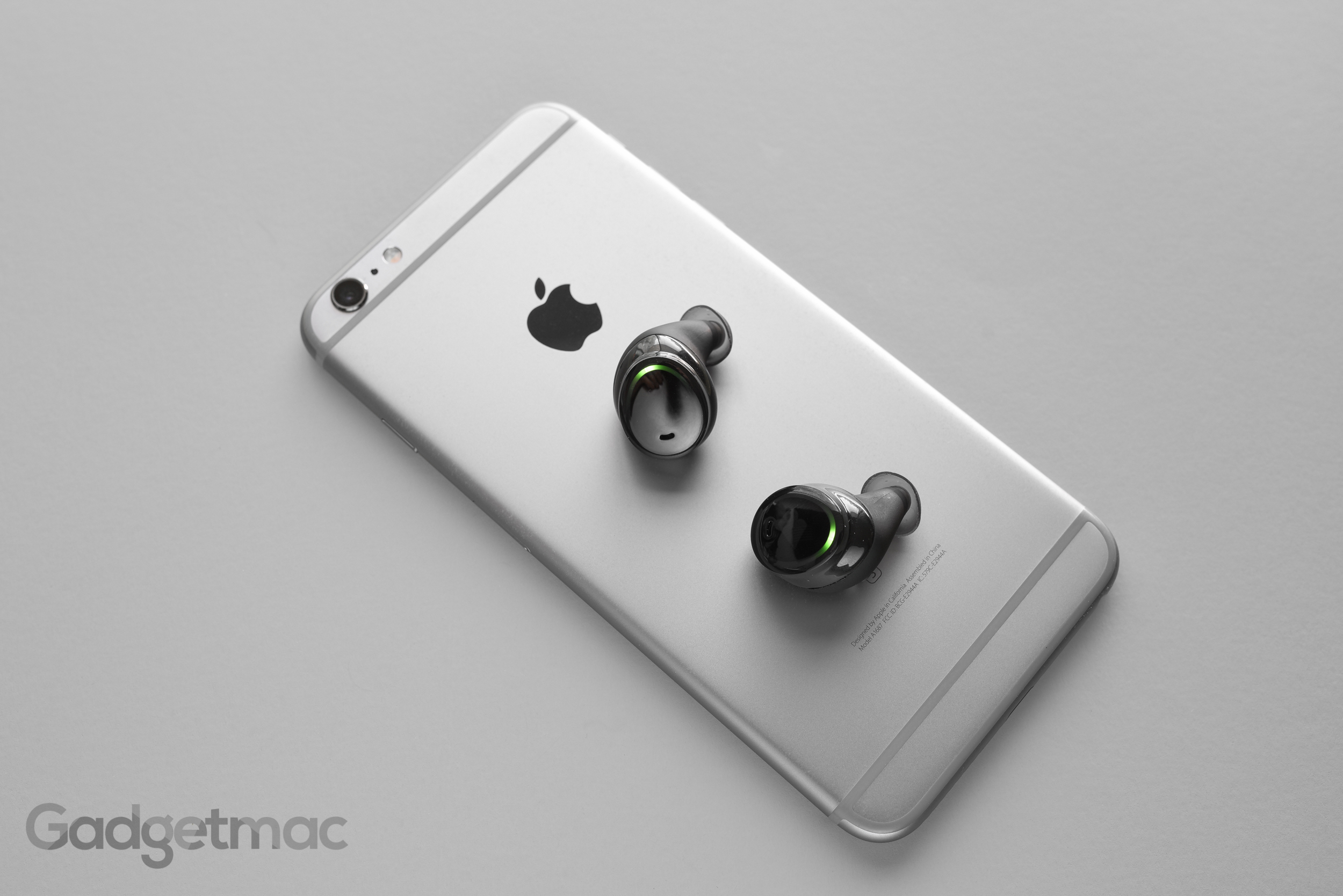 bragi-dash-truly-wireless-in-ear-headphones.jpg