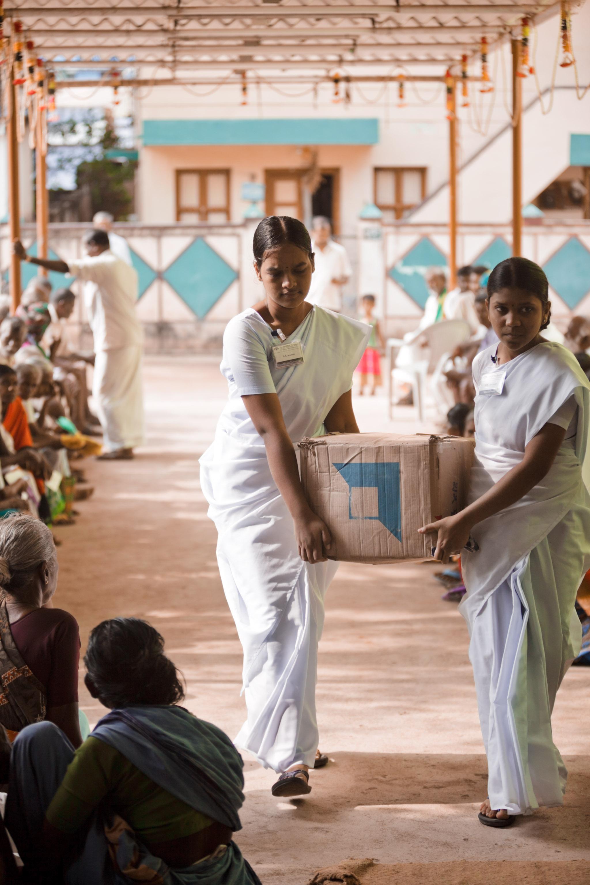 20110226_aravind-field-clinic_02.jpg