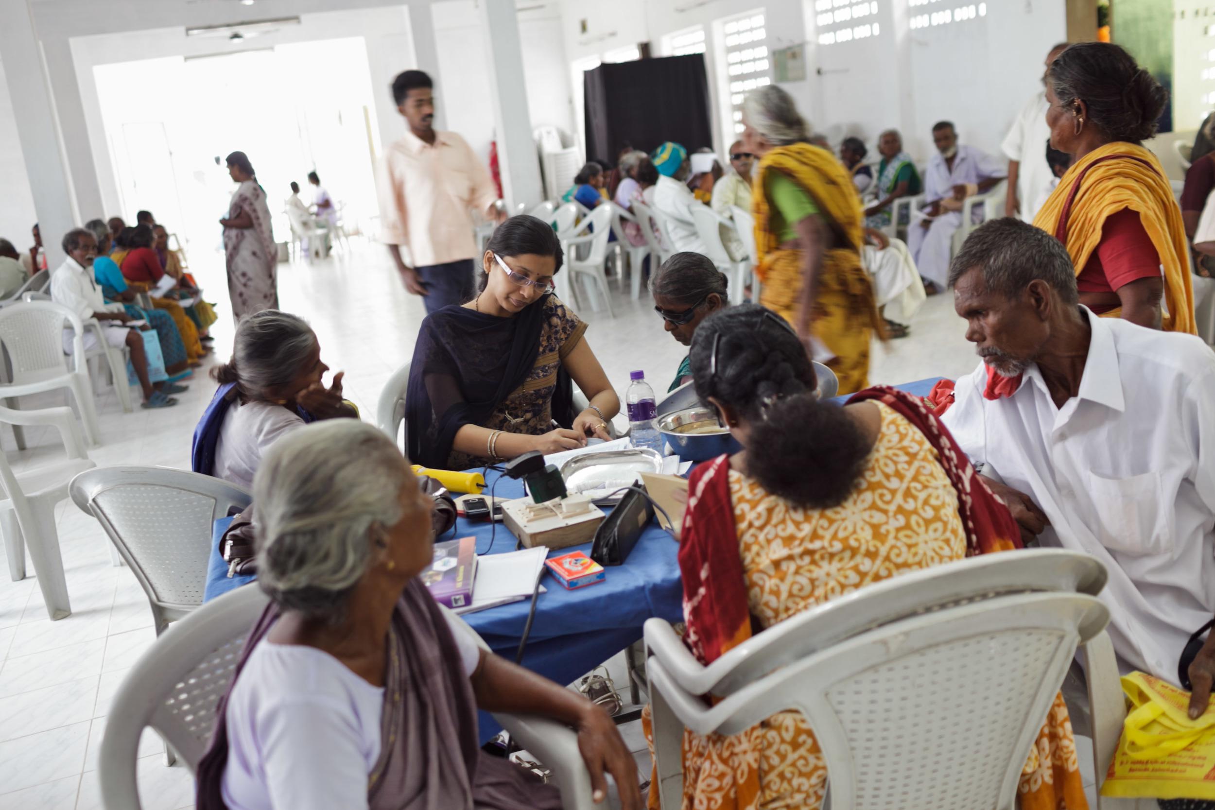 20110226_aravind-field-clinic_06.jpg