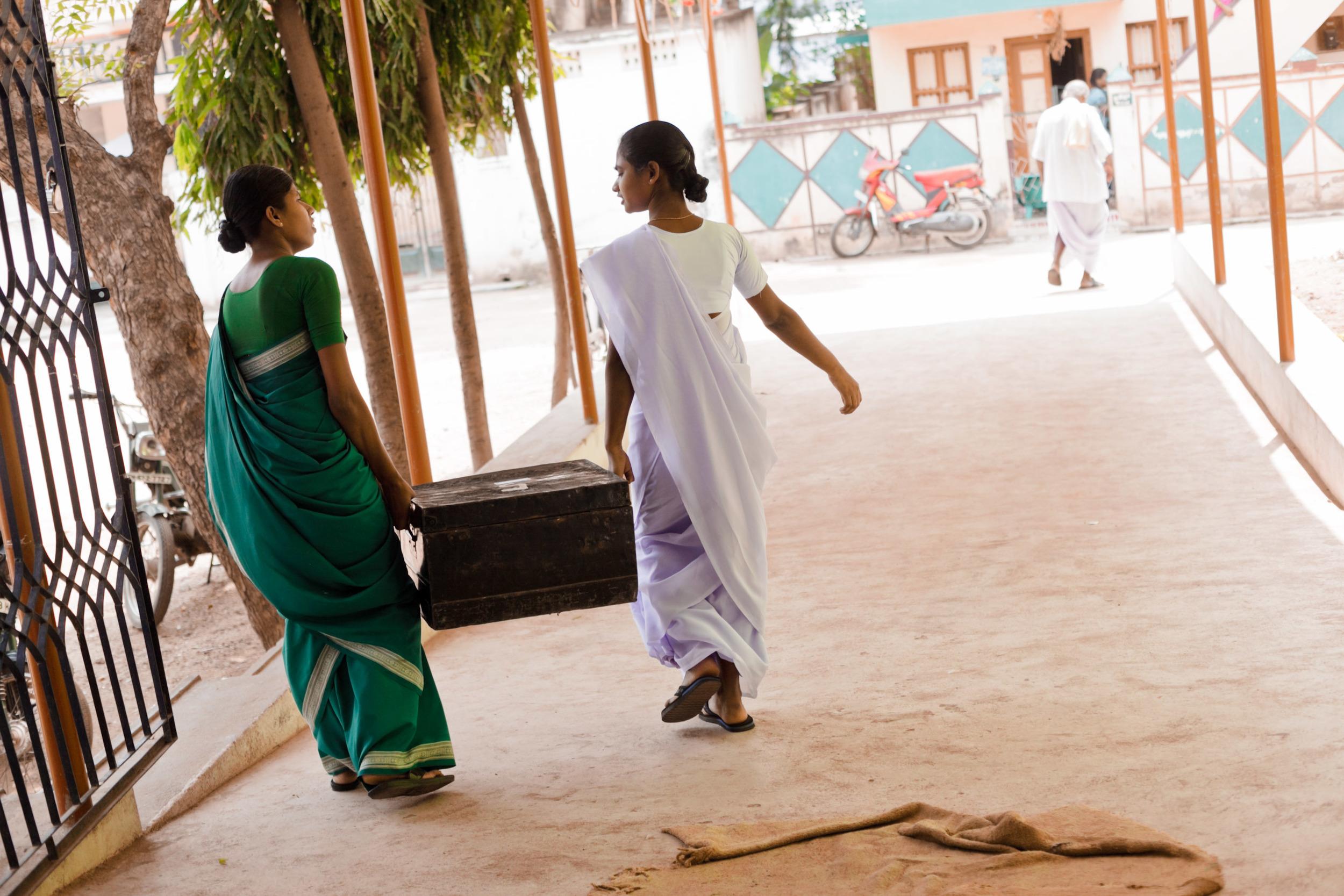 20110226_aravind-field-clinic_12.jpg