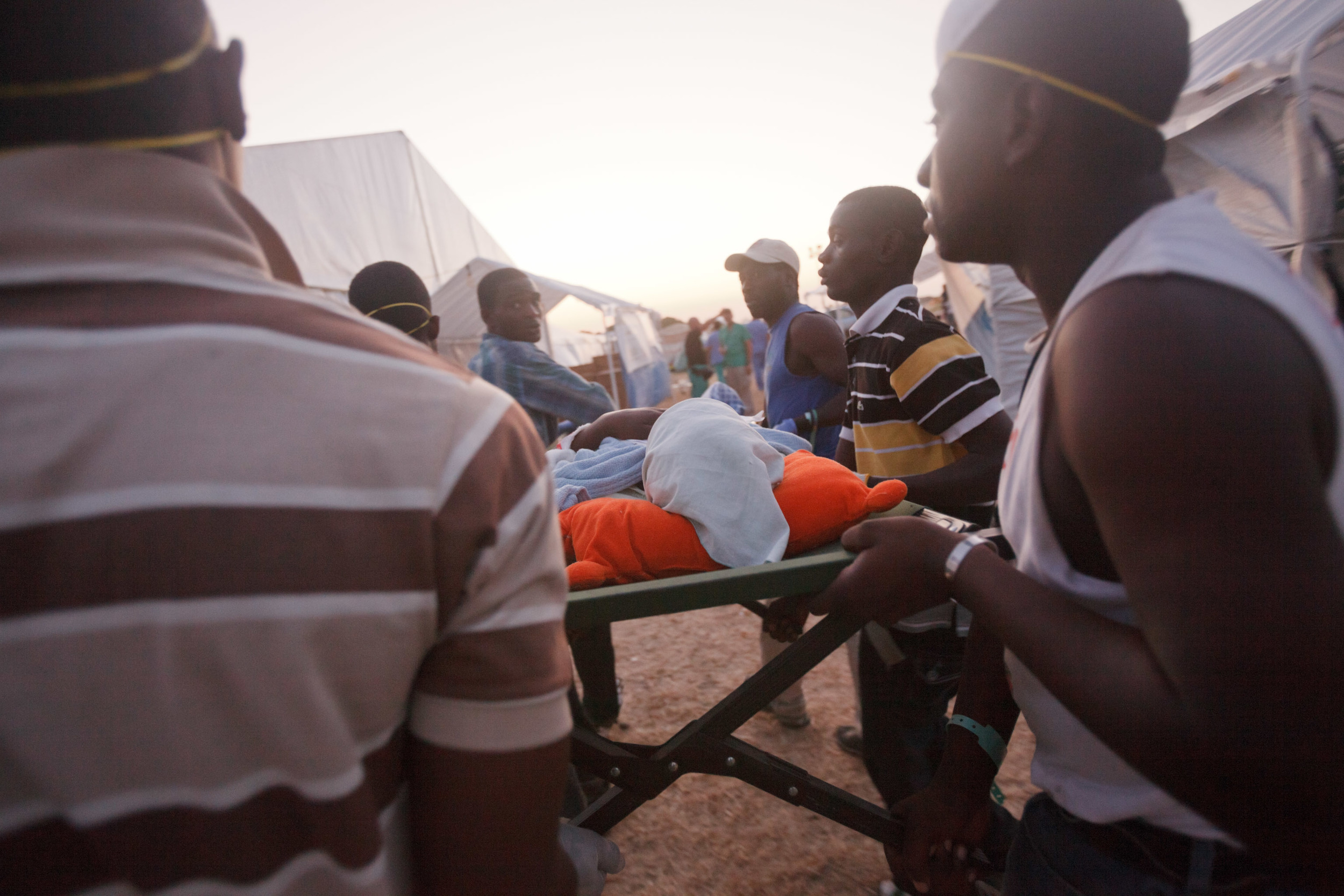 haiti-field-hospital_03.jpg