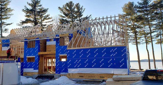 Roof truss day! #customhomes #architecturaldesign #lakesideisthebestside #futuremainers #designdetails