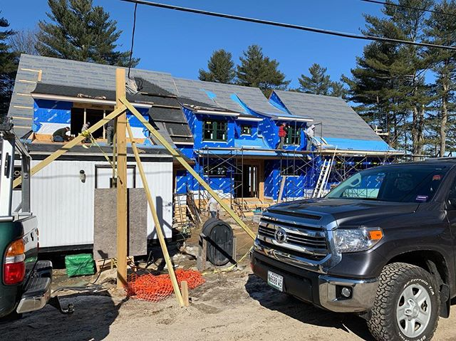 Hard to get a good shot of this project because there are SO many people, so many cars, so many trades working on site. It's very exciting to see all the progress of #clientslakesideisthebestside - can't wait to move these clients in!!! #customhomes #residentialconstruction #keepitcurious #keepitfresh #architecture #lakesideliving