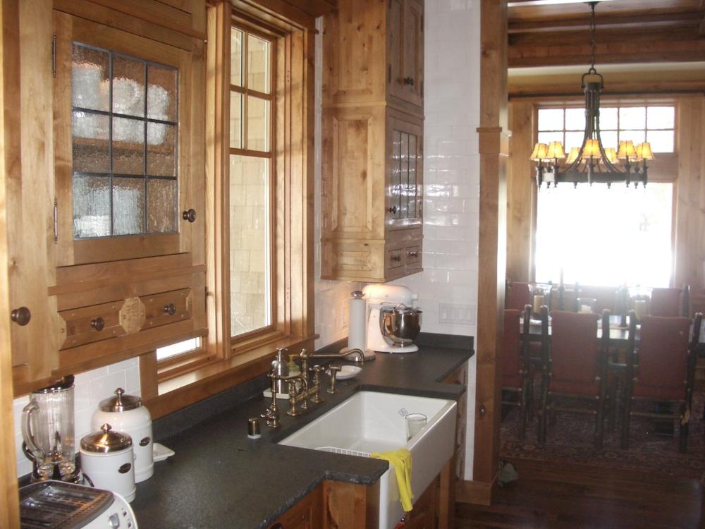M kitchen1 .JPG