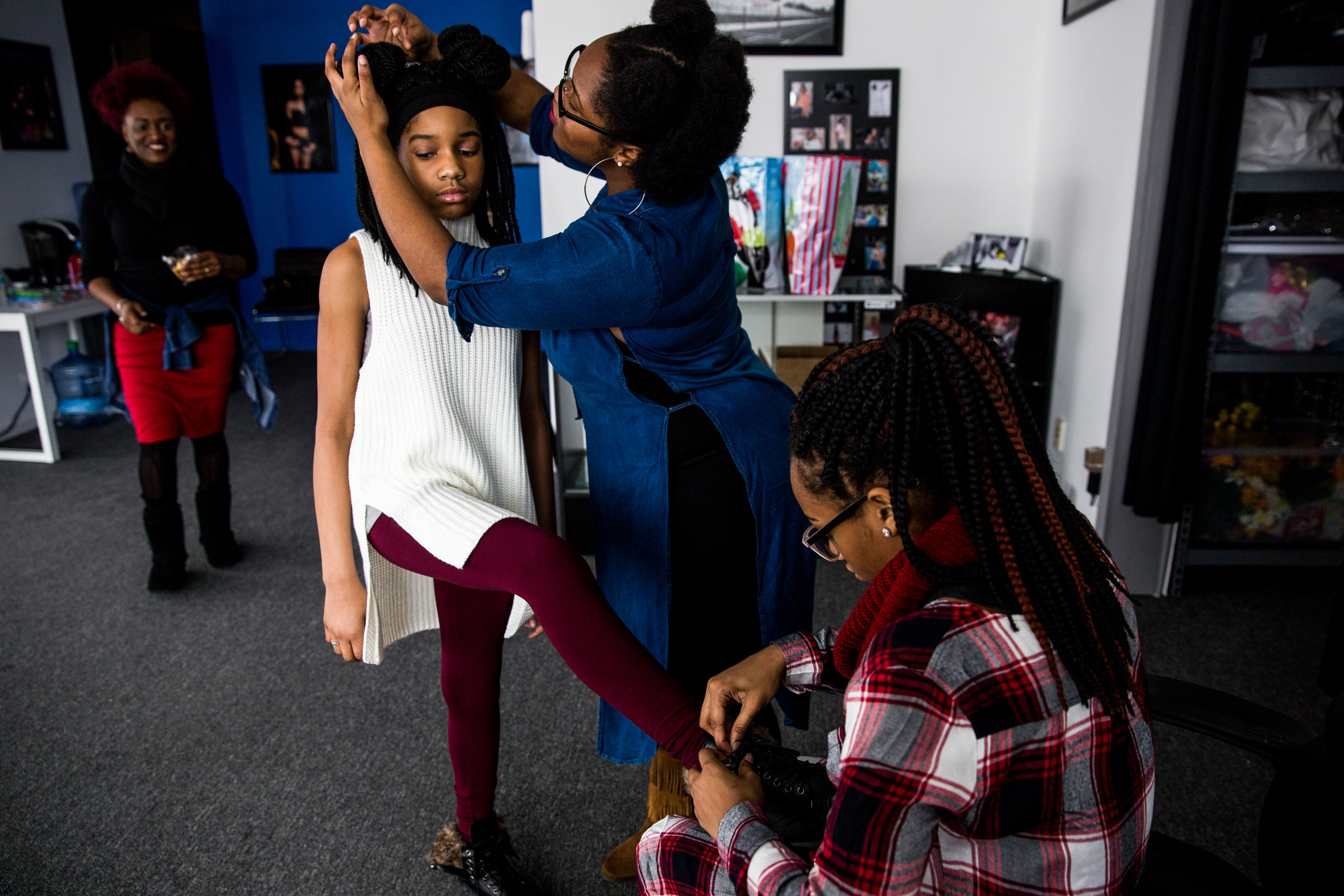 Tracy Palmer, of Flint, watches as her daughters Zahria Palmer, 17, and Myracle Palmer, 16, right, help Kaya Grair prepare for a professional photoshoot with photographer Donnell Carr on Saturday, Dec. 17, 2016 in Flint. Tracy Palmer, owner of Trendsetters Production, decided to help make Grair's wish to be a model come true.