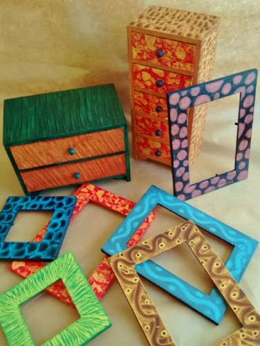 Grained boxes and frames
