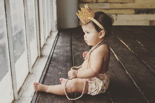"""""""Real Queens fix each other's crowns"""" 👑 Here is a little queen to remind us of the world we want her to grow up in. Thank you to all the inspiring men and women who support equality. #internationalwomensday"""