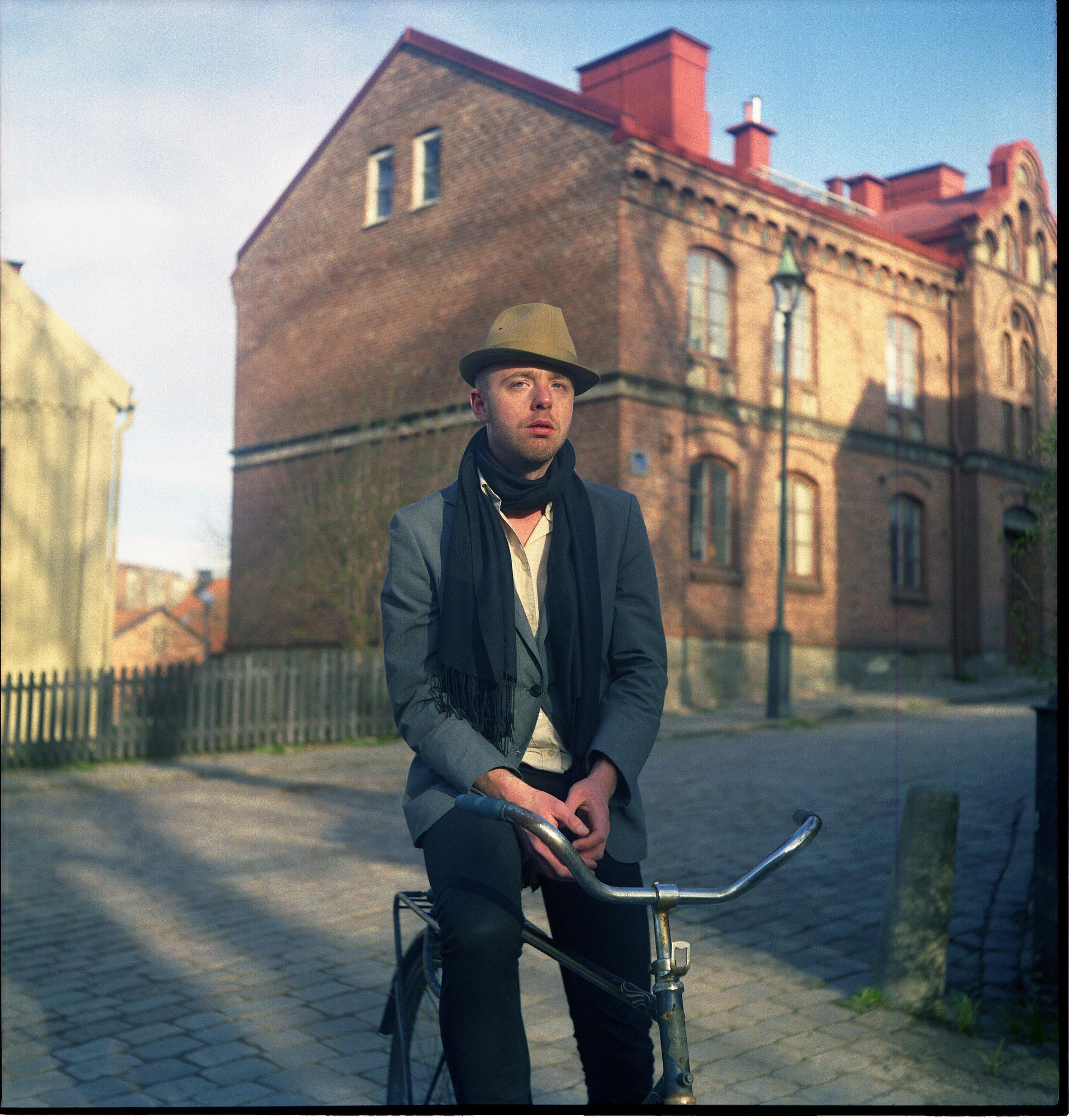 martin på cykel.jpg