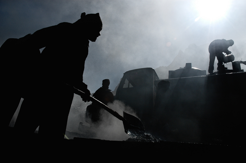 workers_india_by_peter_porta06_860.jpg