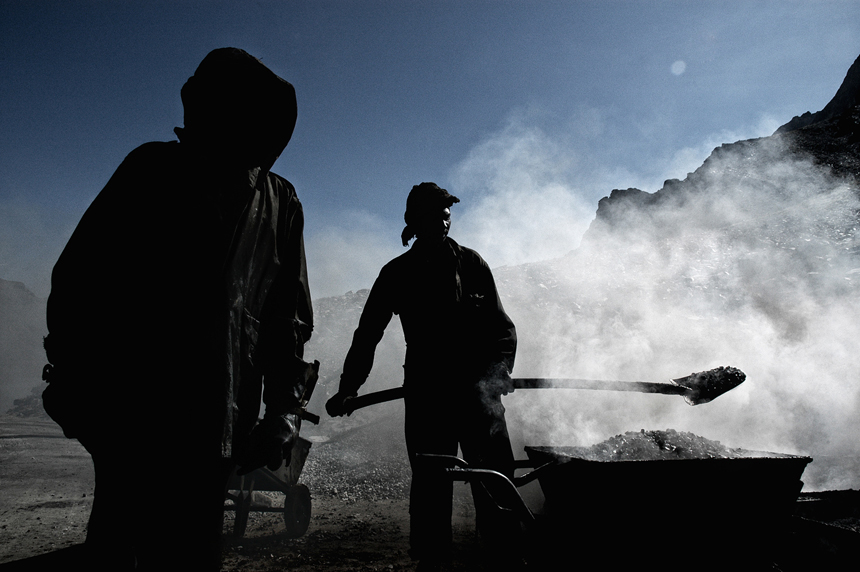 workers_india_by_peter_porta13_860.jpg