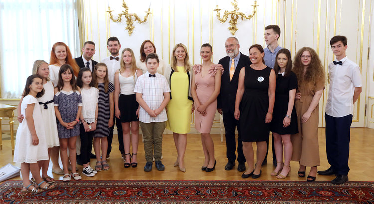 The international winners, their teachers, YRE Slovakia team, and the President in the middle (yellow dress) Photo credit for the photo Marián Garaj (the Office of the President)
