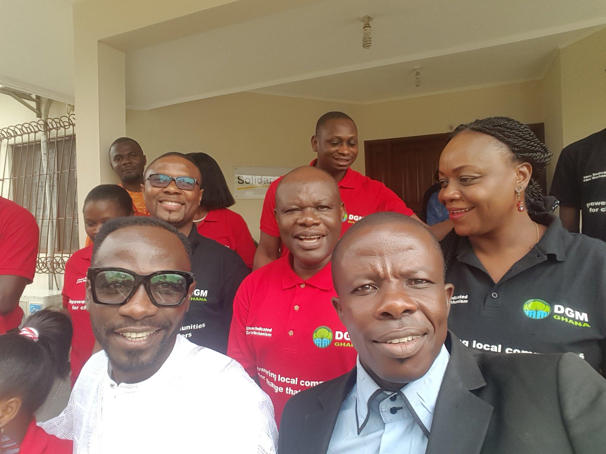 Okyeame Kwame (bottom left) posing with staff from Solidaridad West Africa; Credit: Hayford Duodu, DGM Ghana