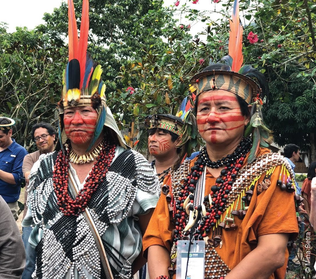 Asháninka community leader of Pampa Michi (left) and President of ARPI-SC Lyndon Pishagua (right) amongst the crowd of participants of the 2nd DGM Regional America's Exchange during the visit to the native Asháninka community of Pampa Michi.