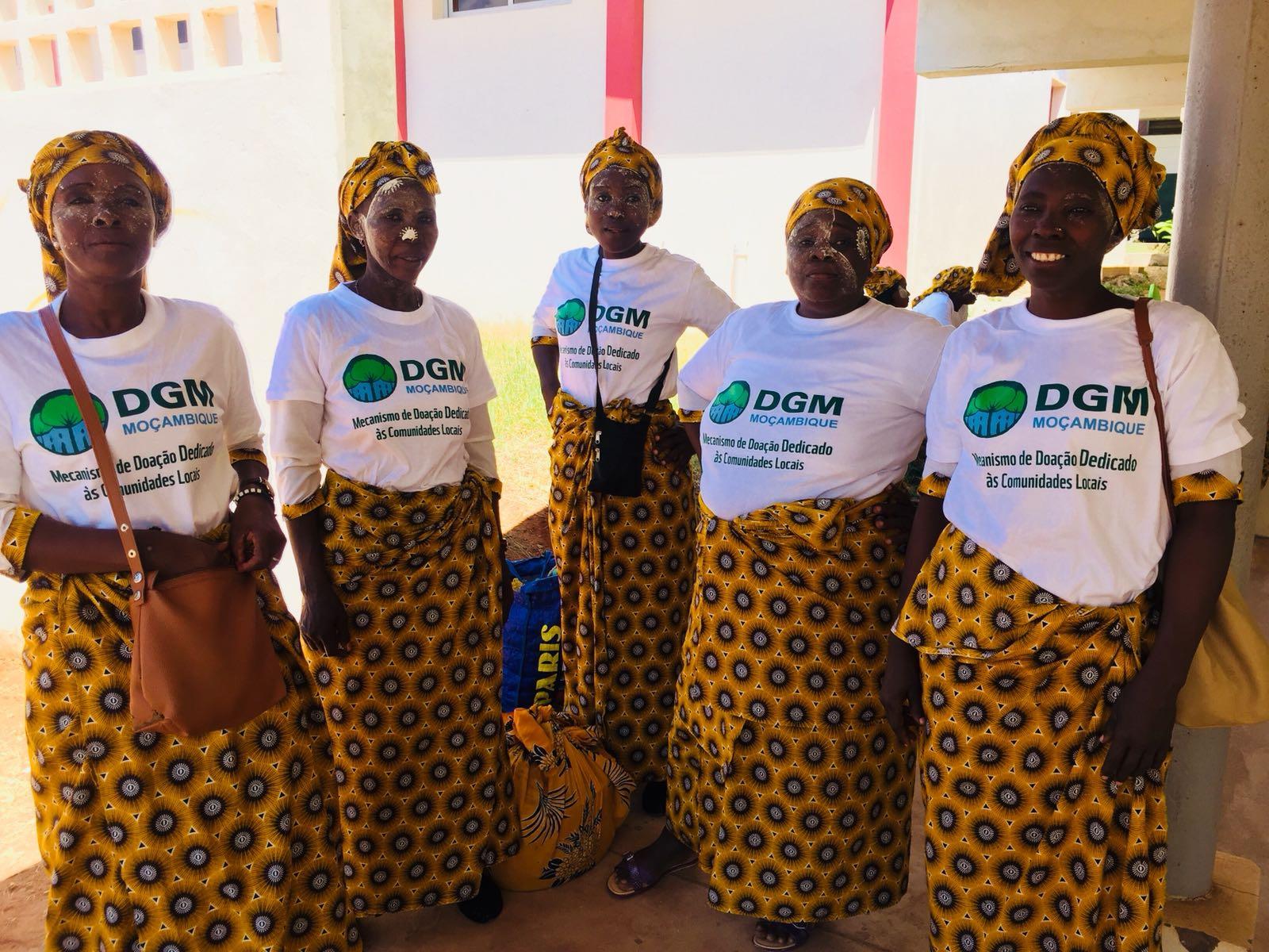 Local communities participating at the launch of MozDGM in Pemba, the capital of Cabo Delgado Province in Mozambique's north.  Comunidades locais que participam no lançamento do MozDGM em Pemba, a capital da Província de Cabo Delgado no norte de Moçambique.