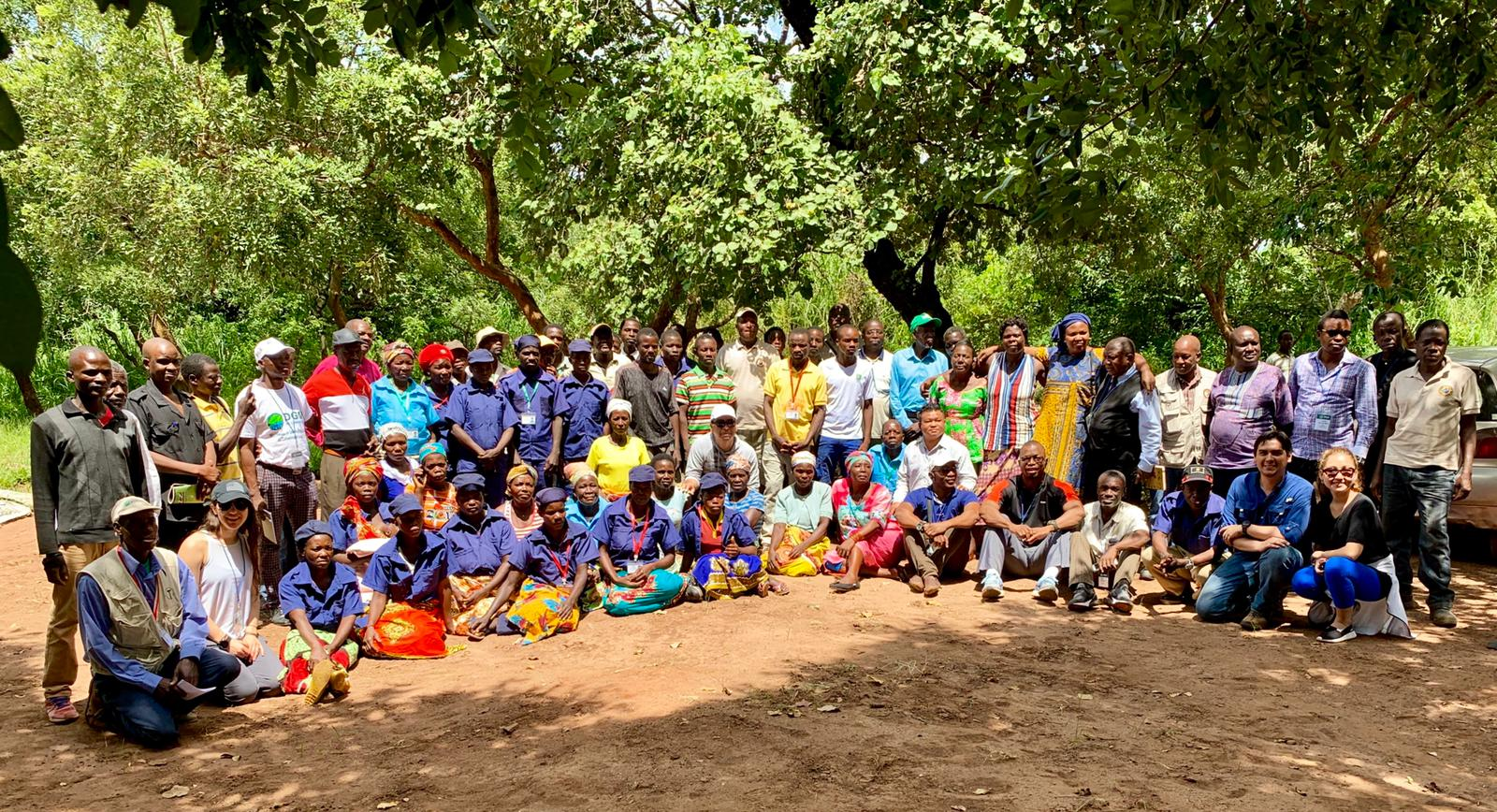 Exchange participants and community members come together in a local community village and multiple land use area on the fringe of Gorongosa National Park to share their experiences and learn from each other. February 22, 2019.