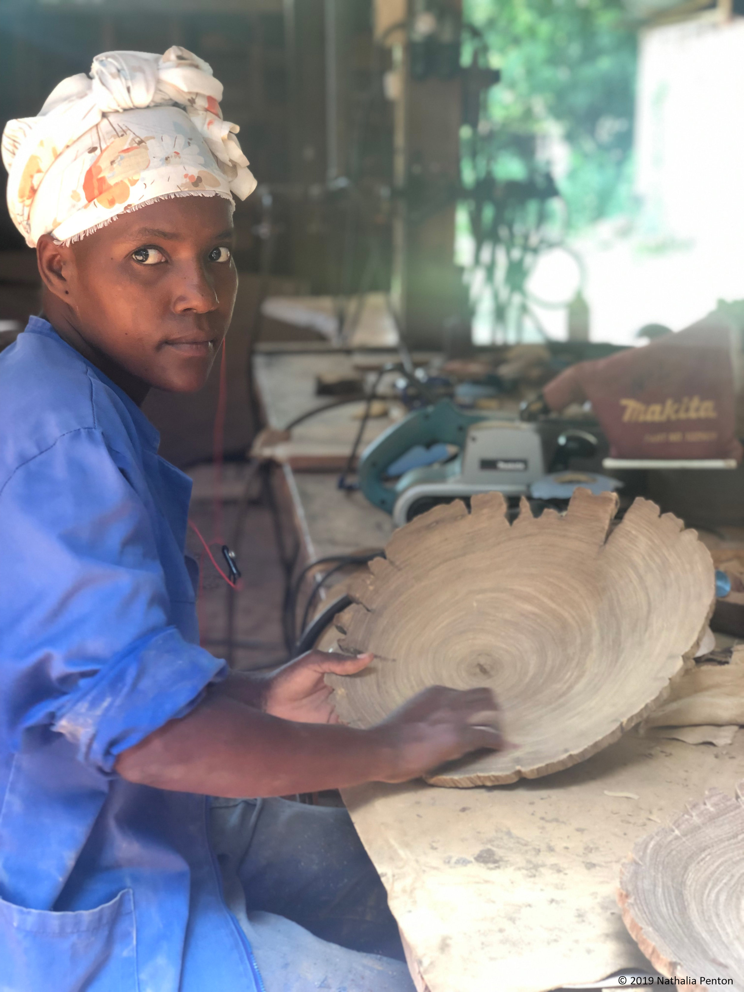 A woman working at the TCT Dalmann Sawmill, located on the Cortada 12 Forest Concession in Catapu, polishes a wooden plate made from circularly- and sustainably-sourced timber.