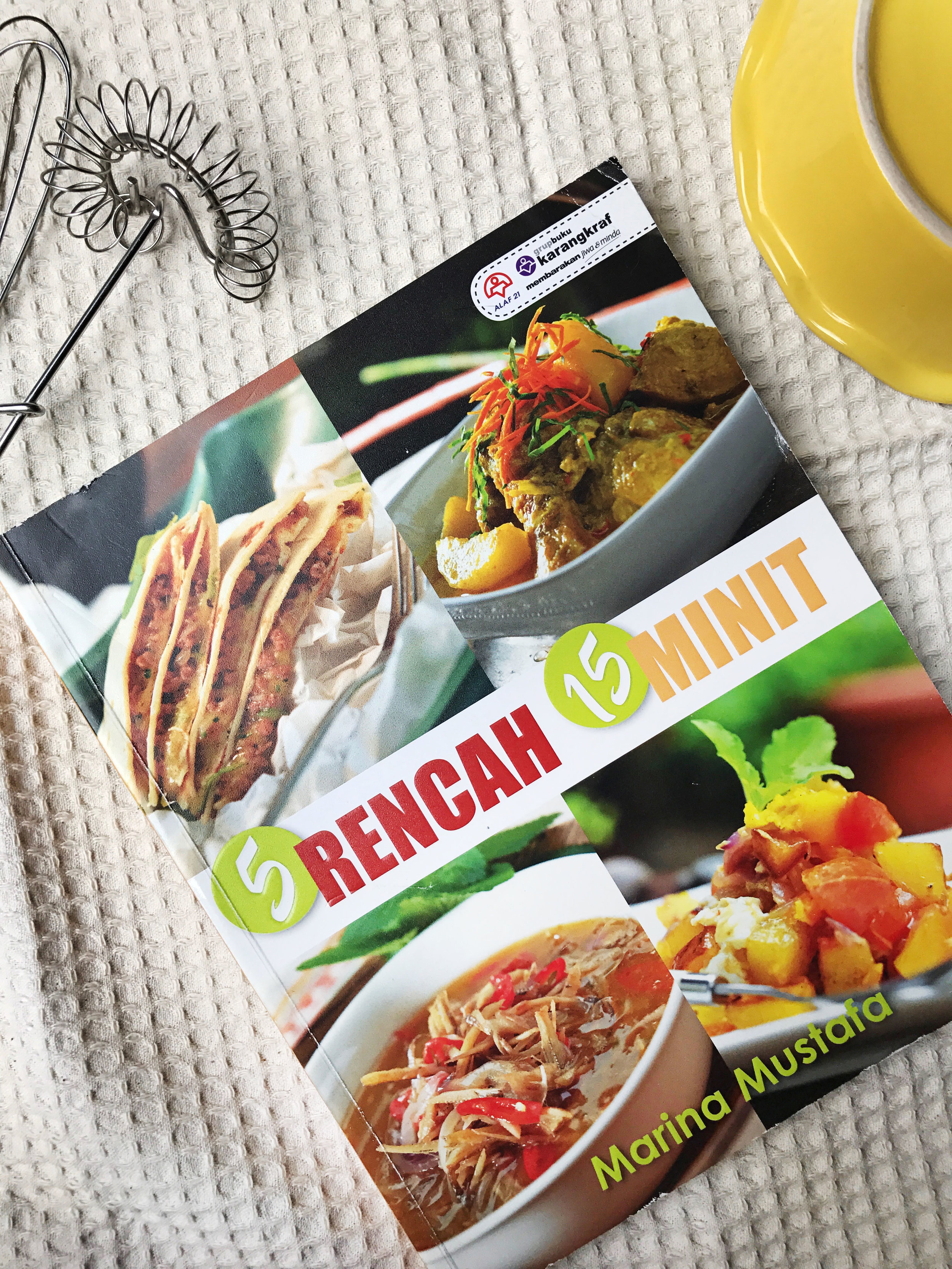 5 Rencah 15 Minit - Appropriate for today's lifestyle of limited time and limited space to store multiple ingredients, this cookbook has 100 recipes using only 5 basic ingredients and can be cooked in 15 minutes. Perfect for working mums & dads, students, the elderly and everyone who is always rushing for time!