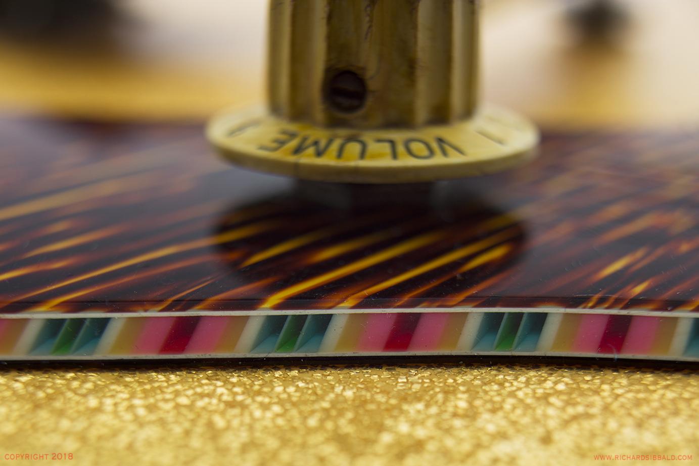 EKO-60-1150-GOLD-SPARKLE-NSN-032.jpg