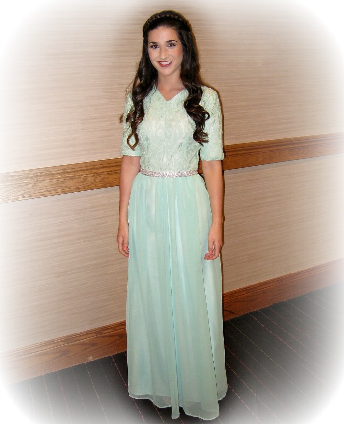 mint+green+dress+louboutins+and+love+fashion+blog+personal+style+clothes+shoes+heels+wedges+brown+hair+esther+santer+wavy+braid+gown+jewels+makeup+beautiful+pretty+chiffon+wedding+evening+attire+earrings+jewelry+inspiration+spring+summer+sage+trendy.jpg