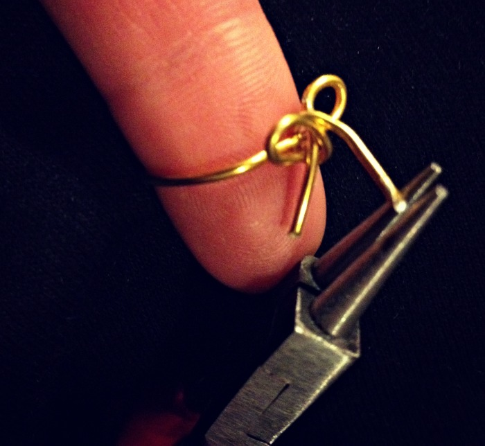 DIY+bow+ring+step+4+louboutins+and+love+fashion+blog+tutorial+style+want+metal+wire+gold+easy+how+to+beautiful+trend+summer+spring+how+to+pliers+jewelry+nails+chevron+rings+bling+glam+model.jpg
