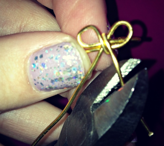 DIY+bow+ring+step+4+louboutins+and+love+fashion+blog+tutorial+style+want+metal+wire+gold+easy+how+to+beautiful+trend+summer+spring+pliers+jewelry+nails+chevron+rings+bling+glam+model+how+to.jpg