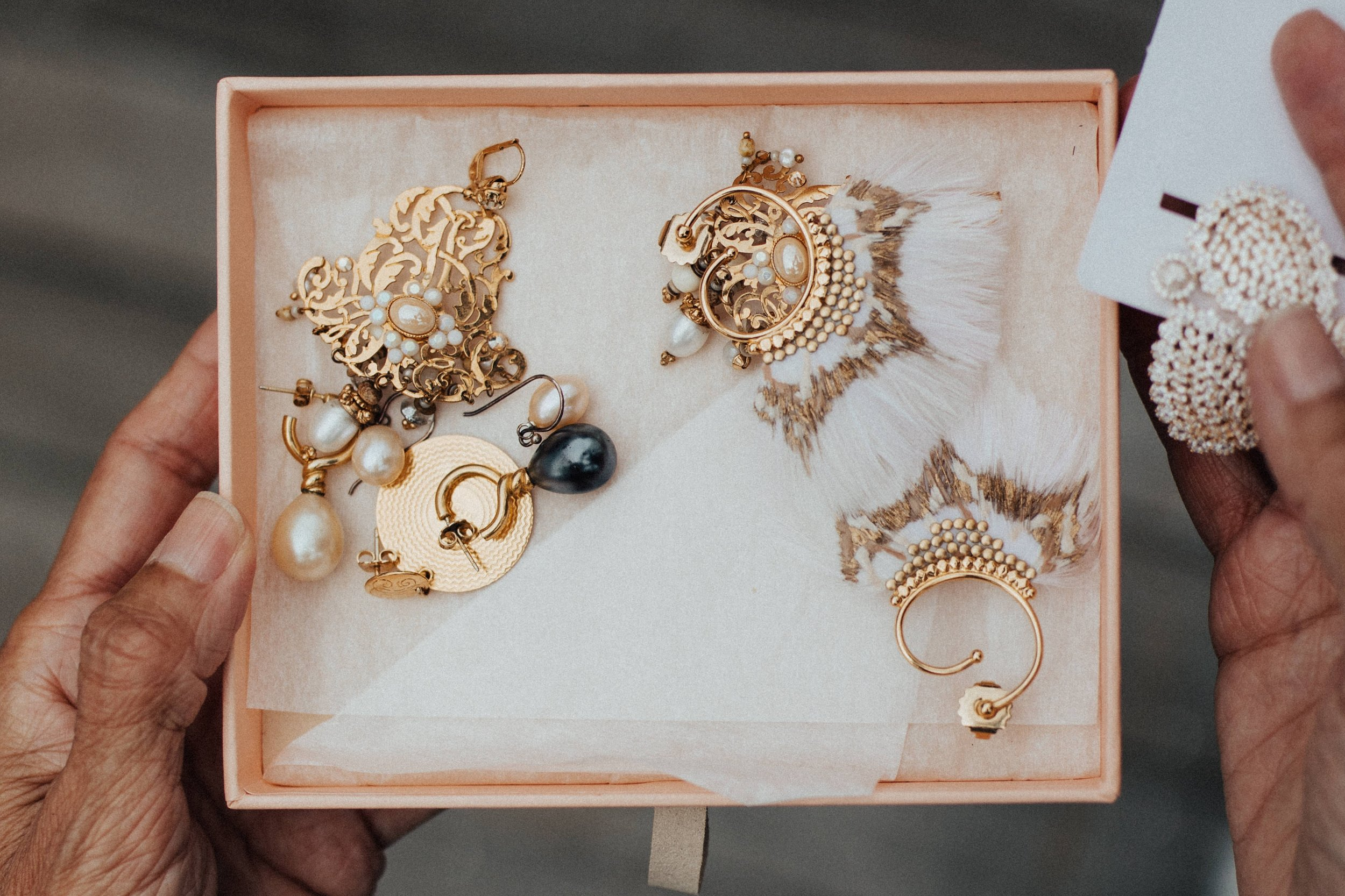 Statement Jewelry Rules For Doing It Right Guest Post Unsplash Royalty Free Images Esther Santer NYC Street Style Fashion Blogger.jpg