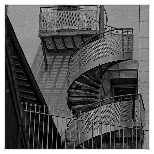 20190613 #stairecase #city #house #saint-claude #jura #canoneos7d #blackandwhite #blackandwhitephotography