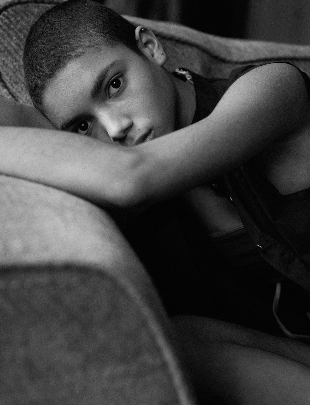 AM147_Vogue_Newfaces_Iris_03_119397.jpg