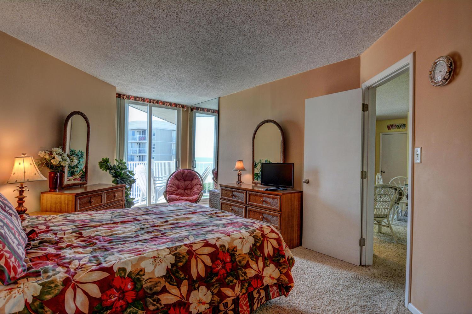 2000 New River Inlet Rd Unit-large-017-28-Master Bedroom-1499x1000-72dpi.jpg