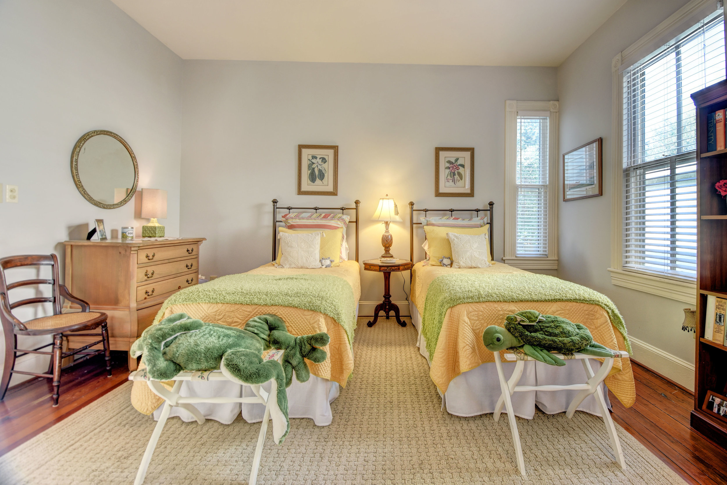 605 Dock St Wilmington NC-print-037-46-Bedroom 3-4200x2801-300dpi.jpg